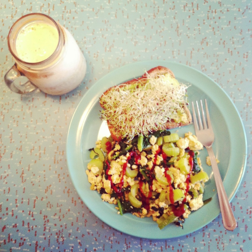 Christmas Eve breakfast: Tofu scramble with sriracha, toast with avocado and alfalfa sprouts, banana smoothie.